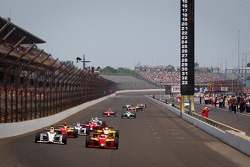 Restart: Victor Carbone, Sam Schmidt Motorsports and Carlos Munoz, Andretti Autosport lead the field