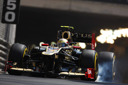 Romain Grosjean, Lotus F1 locks up under braking