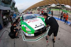 Pit stop practice for #24 Kondo Racing Nissan GT-R