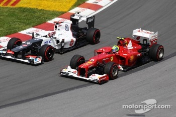 Felipe Massa, Scuderia Ferrari recovers after spinning at turn 2