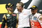 The podium, Lotus F1 Team, second; Martin Whitmarsh, McLaren Mercedes Chief Executive Officer; Lewis Hamilton, McLaren Mercedes, race winner