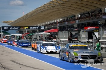 #52 Green Tec & Leaon Racing Team Mercedes-Benz SLS AMG GT3: Hironori Takeuchi, Haruki Kurosawa heads to warmup laps