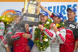 LMP1 podium: class and overall winners Marcel Fässler, Andre Lotterer, Benoit Tréluyer with Dr. Wolfgang Ullrich and Ralf Jüttner