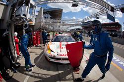 Pit stop for #83 JMB Racing Ferrari 458 Italia: Manuel Rodrigues, Philippe Illiano, Alain Ferté