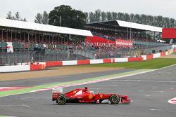 Fernando Alonso, Ferrari spins at the final corner