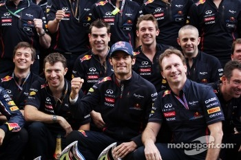 Race winner Mark Webber, Red Bull Racing celebrates with the team