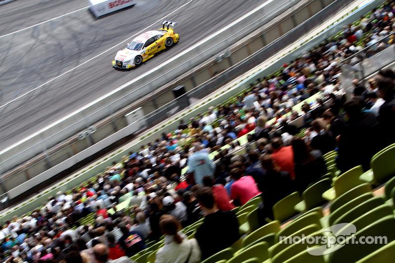 Sunday Round One Timo Scheider, ABT Sportsline Audi A5 DTM against Robert Wickens, Mücke Motorsport AMG Mercedes C-Coupe