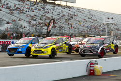 Start: Travis Pastrana and Tanner Foust battle at the front