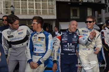 Autograph session, Tom Coronel, BMW 320 TC, ROAL Motorsport