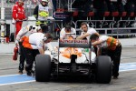 Nico Hulkenberg, Sahara Force India F1 pushed back in the pits