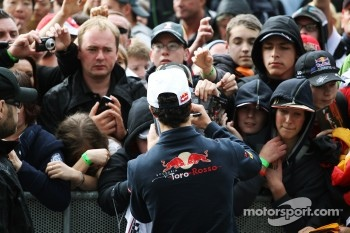 Daniel Ricciardo, Scuderia Toro Rosso signs autographs for the fans