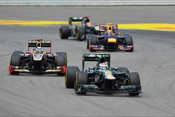 Vitaly Petrov, Caterham leads Kimi Raikkonen, Lotus F1