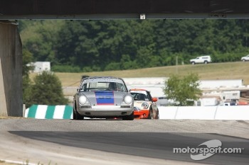 #85 1968 Porsche 911: C.H. DeHaan 