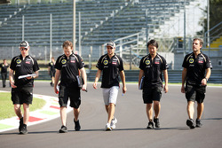 Jérôme d'Ambrosio, Lotus F1 Team walks the circuit