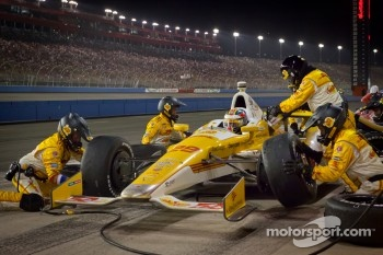 Pit stop for Ryan Hunter-Reay, Andretti Autosport Chevrolet