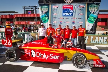 Victory lane: race winner Carlos Munoz, Andretti Autosport celebrates