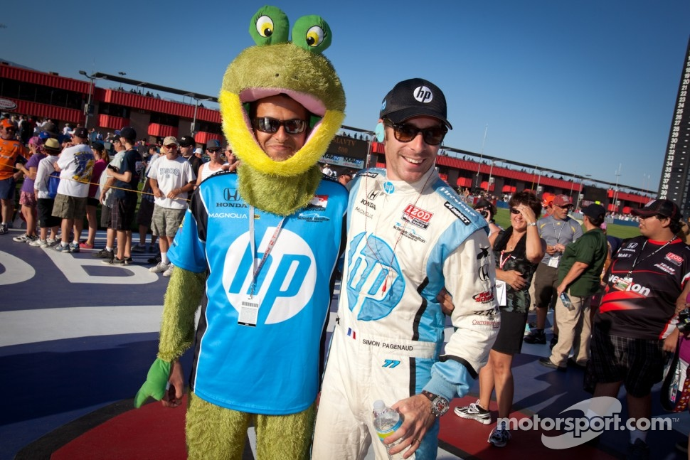 Simon Pagenaud, Schmidt/Hamilton Motorsports Honda with the HP mascot