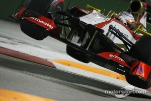 Narain Karthikeyan, HRT F1 Team HRT jumps at the chicane