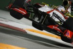 narain-karthikeyan-hrt-f1-team-hrt-jumps-at-the-chicane