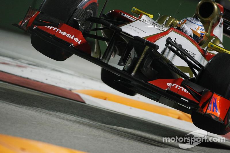 Narain Karthikeyan, HRT F1 Team HRT jumps at the chicane