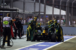 Vitaly Petrov, Caterham is pushed back to his pit box