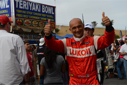 Autograph session, Gabriele Tarquini, SEAT Leon WTCC, Lukoil Racing Team