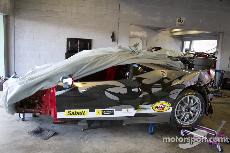 Heavy damage on #00 Ferrari of Houston 458TP