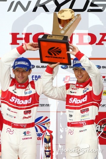 GT500 podium: winners Masataka Yanagida, Ronnie Quintarelli