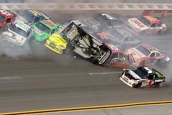 Last lap crash: Tony Stewart, Stewart-Haas Racing Chevrolet upside down