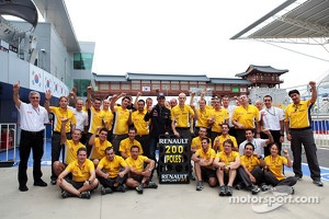 Pole sitter Mark Webber, Red Bull Racing celebrates 200 pole position for Renault in F1