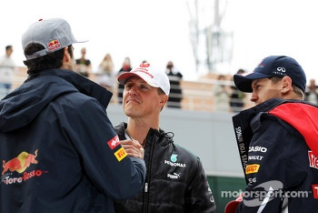 Daniel Ricciardo, Scuderia Toro Rosso with Michael Schumacher, Mercedes AMG F1 and Sebastian Vettel, Red Bull Racing on the drivers parade