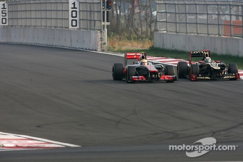 Kimi Raikkonen, Lotus F1 Team and Lewis Hamilton, McLaren Mercedes