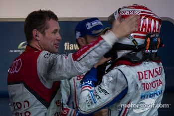 Tom Kristensen congratulates Kazuki Nakajima