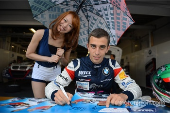 Alberto Cerqui, BMW 320 TC, ROAL Motorsport and a Grid girl