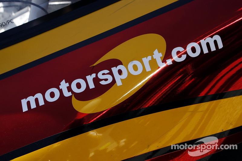 Motorsport.com Logo auf demMOMO Porsche
