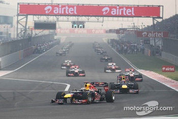 Sebastian Vettel, Red Bull Racing leads on the formation lap