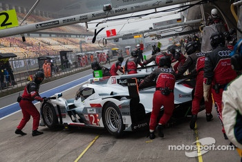 Both Audi e-tron quattro in the pit before practice #3 starts