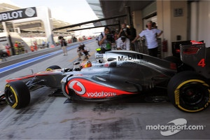 Lewis Hamilton, McLaren leaves the pits using the P Zero Yellow soft