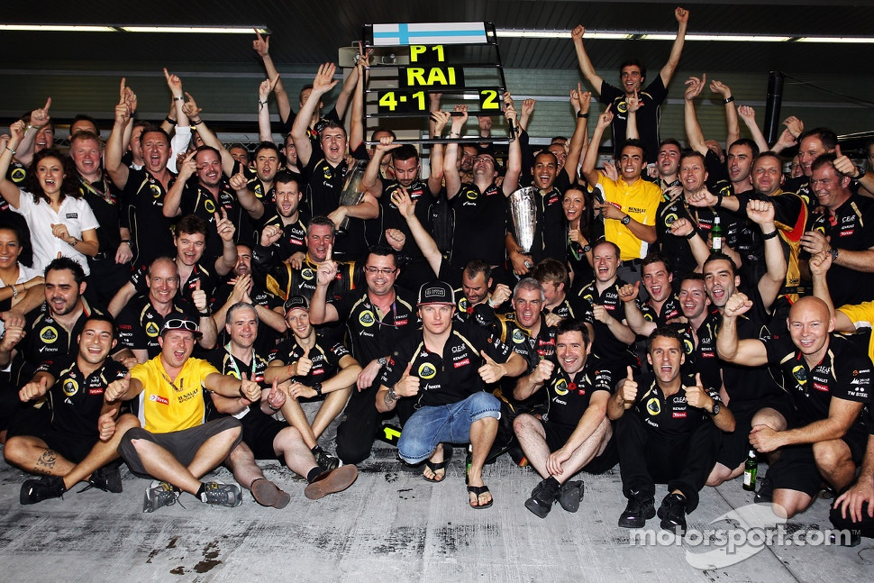 Race winner Kimi Raikkonen, Lotus F1 Team celebrates with the team