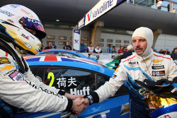 Robert Huff, Chevrolet Cruze 1.6T, Chevrolet race winner and Yvan Muller, Chevrolet Cruze 1.6T, Chevrolet 2nd position