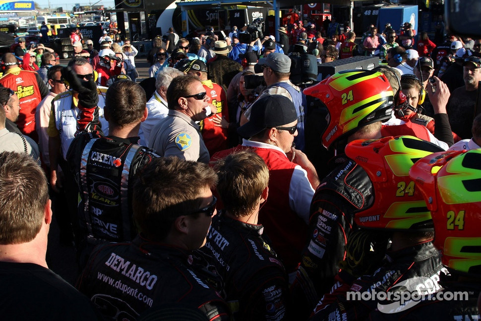 A fight involving the crews of Clint Bowyer and Jeff Gordon breaks out in the garage area
