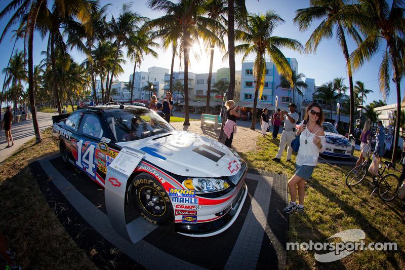 NASCAR Championship Drive in South Beach: car of Tony Stewart, Stewart-Haas Racing Chevrolet