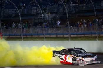 Race winner Regan Smith, JR Motorsports Chevrolet celebrates