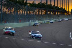 Kyle Busch, Joe Gibbs Racing Toyota, Kasey Kahne, Hendrick Motorsports Chevrolet