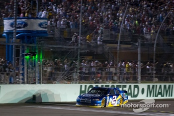 Brad Keselowski, Penske Racing Dodge takes the checkered flag to become the 2012 NASCAR Sprint Cup series champion