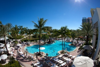 Miami Beach ambiance: the pool at the Loews Hotel