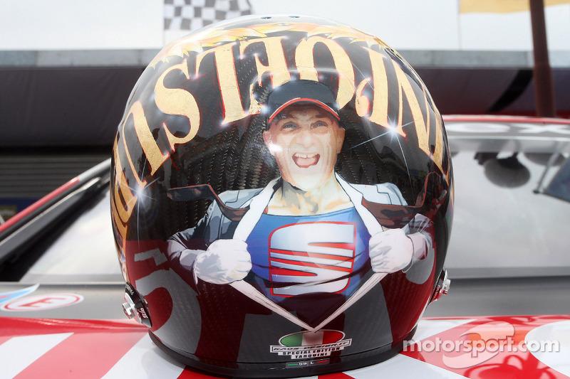 Helm von Gabriele Tarquini, SEAT Leon WTCC, Lukoil Racing Team