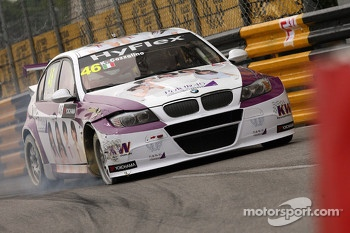 Crash, Kei Cozzolino, BMW 320 TC, ROAL Motorsport 