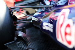 Scuderia Toro Rosso STR7 exhaust and rear suspension detail