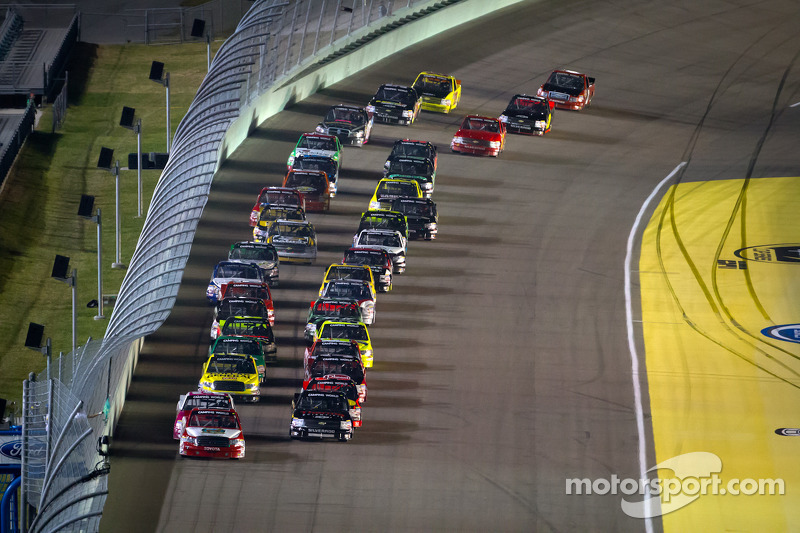 Start: Parker Kligerman, Red Horse Racing Toyota leads the field